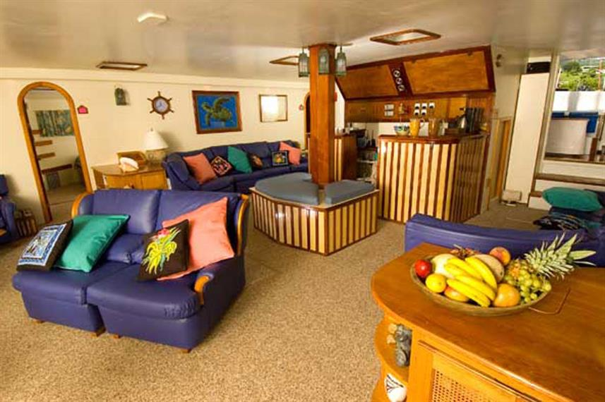 Indoor salon - Cuan Law Liveaboard