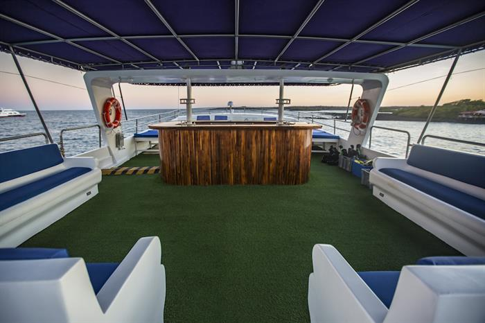 Upper Deck Bar - Monserrat Galapagos