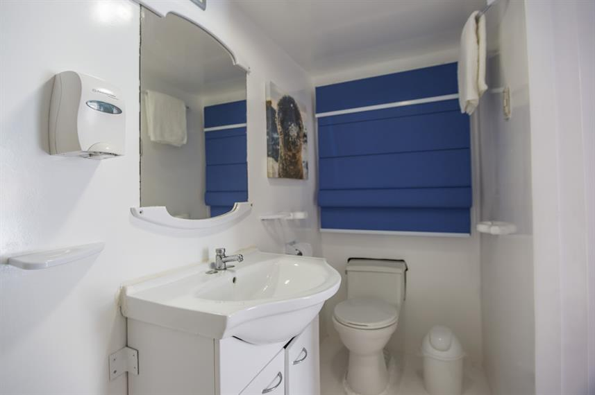En-suite bathrooms - Yolita Galapagos