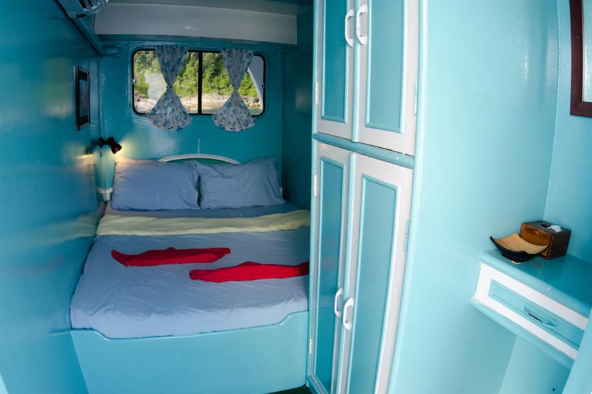 Double bed cabin, upper deck