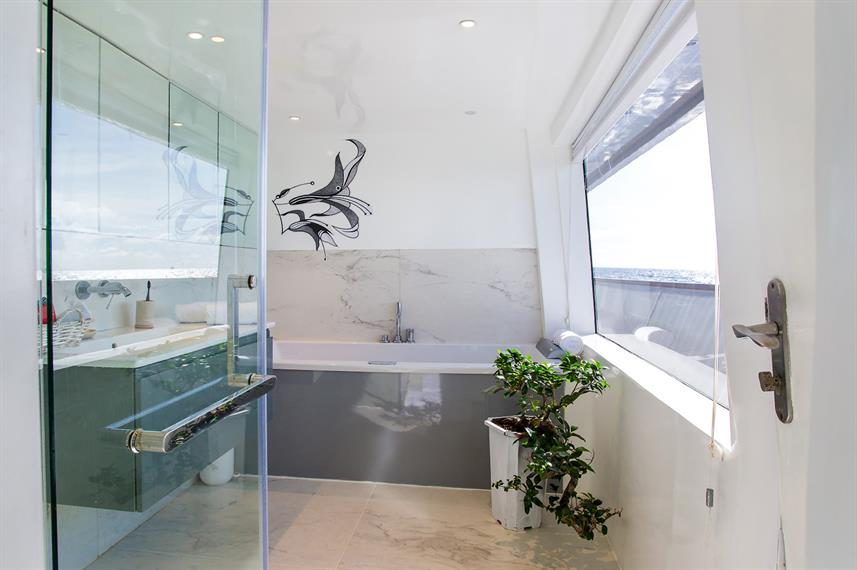 En-Suite bathrooms - Azalea