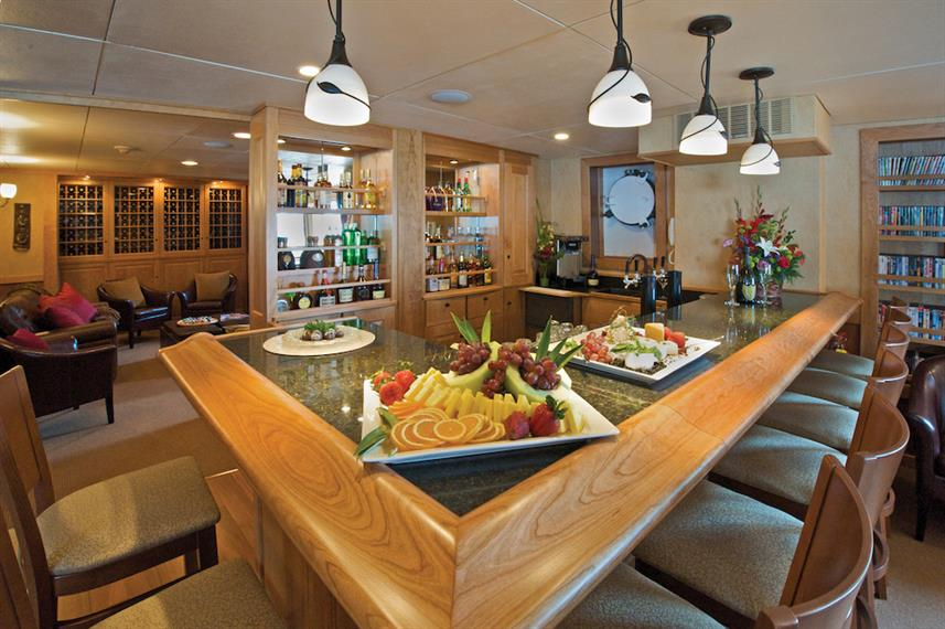 Bar & Dining Area - Safari Explorer