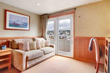 Commodore Suite - Sitting Area