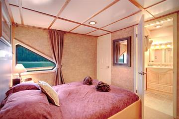 Commander Stateroom - Safari Quest