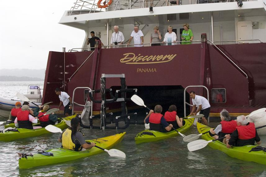 Returning Kayaks - Discovery Panama