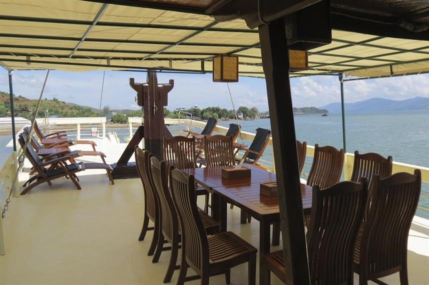 Dining area & sun deck - Sea Gipsy Myanmar