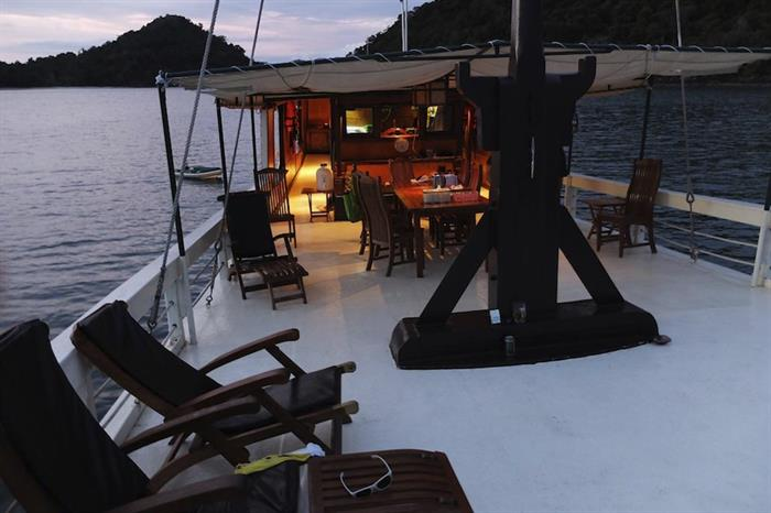 Sun Deck & Dining - Sea Gipsy Myanmar