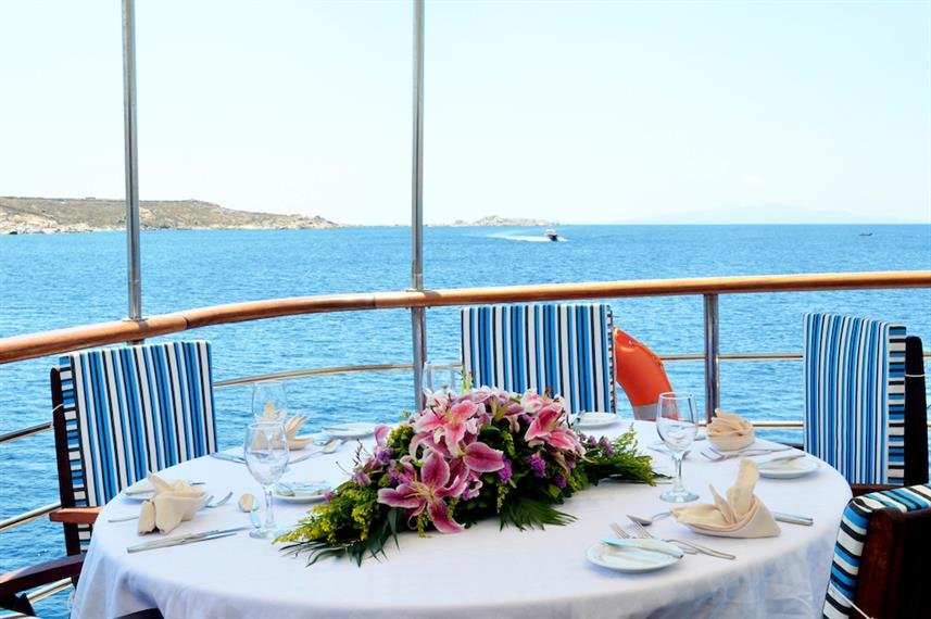 Dine with stunning view - M/Y Callisto