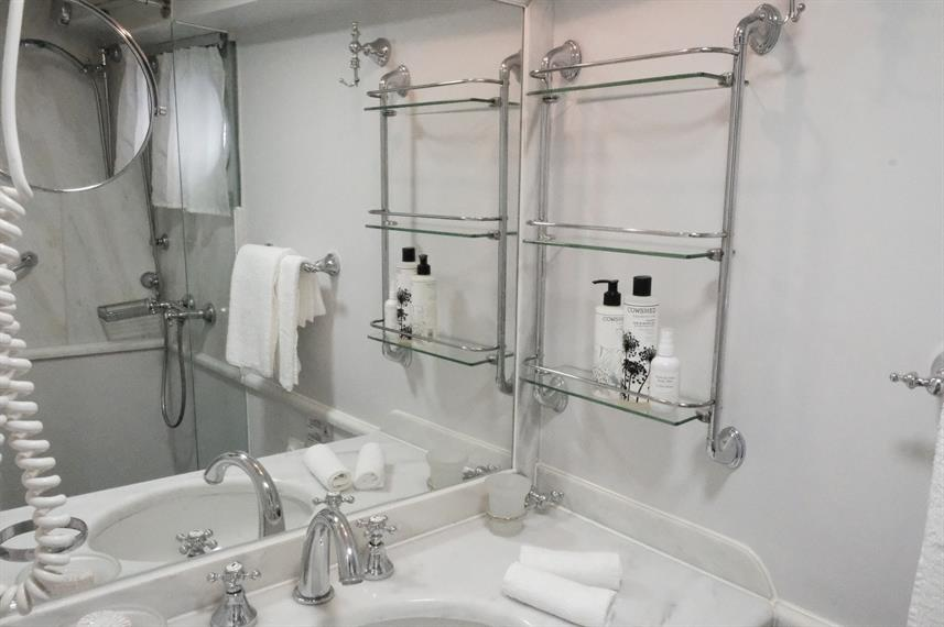 En-Suite bathrooms - Callisto