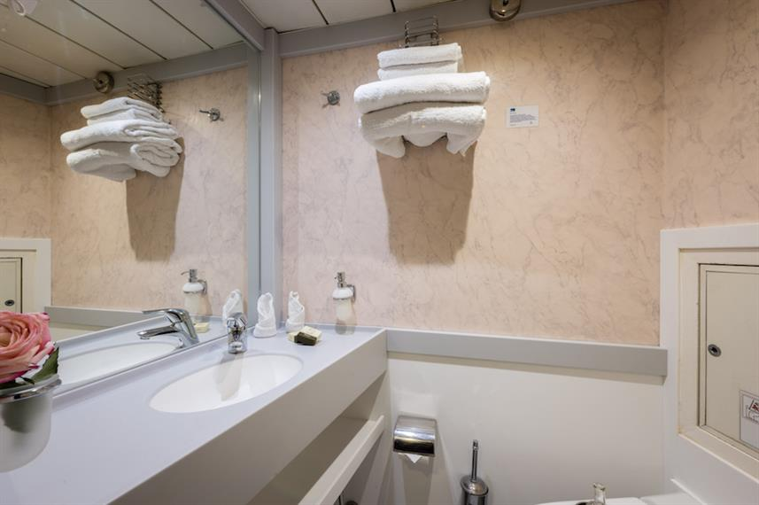 En-Suite Bathrooms - M/S Panorama