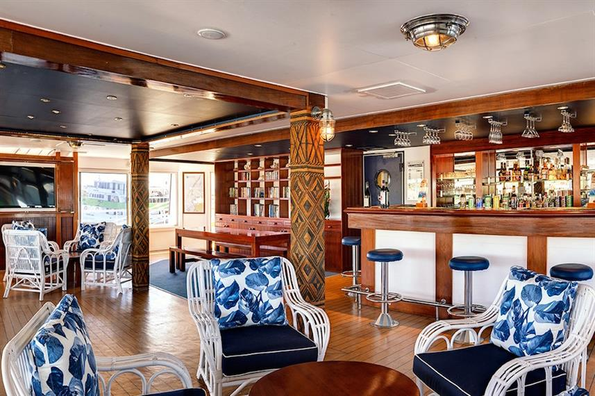 Indoor Salon & Bar - Fiji Princess