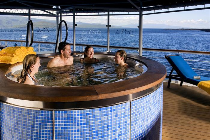 Relax with family & friends - Hot tub on board La Pinta, Galapagos