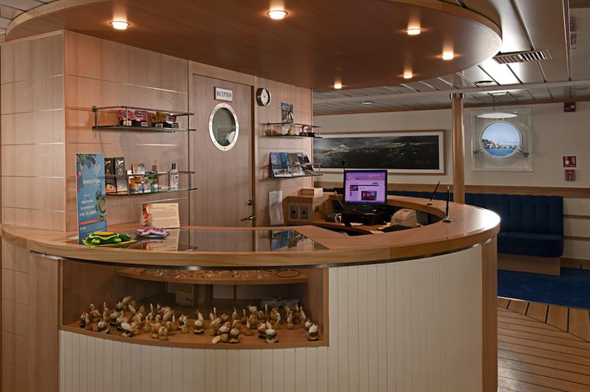 On-board boutique shop - La Pinta Galapagos