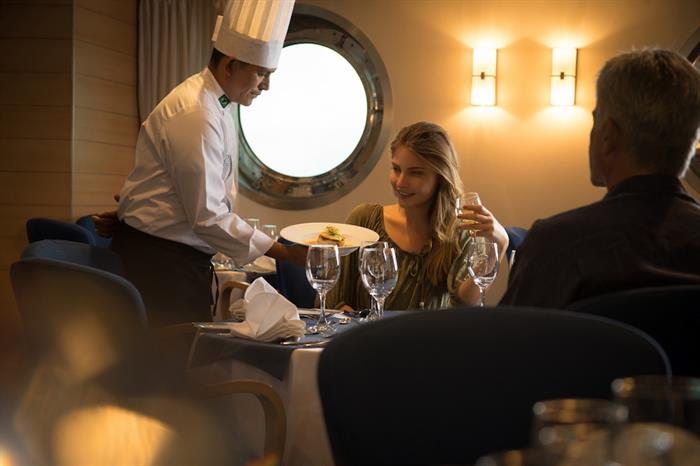 Enjoy the dining onboard - La Pinta