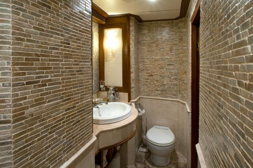 En-suite bathroom - Mutiara Laut Indonesia