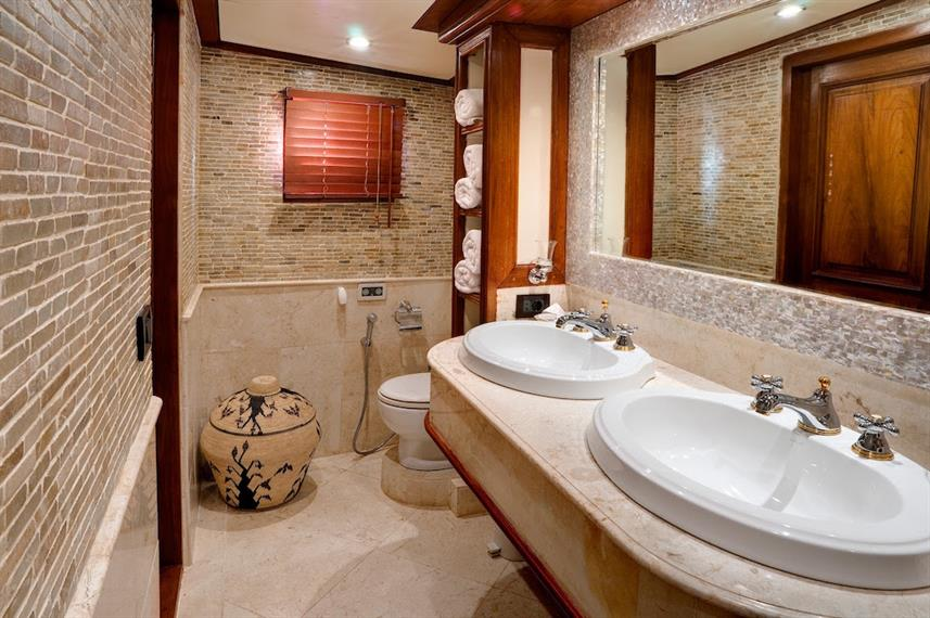 VIP Suite Bathroom - Mutiara Laut Indonesia