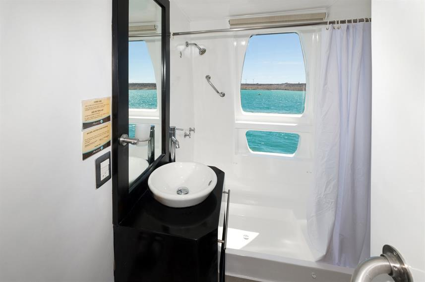 En-Suite bathrooms - Majestic Explorer