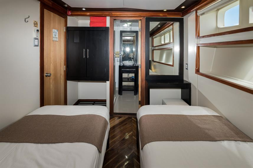Lower Deck Cabin - Majestic Explorer