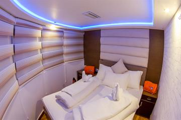 Panoramic Double Cabin
