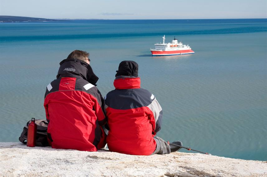 Arctic Travellers Watching Expedition