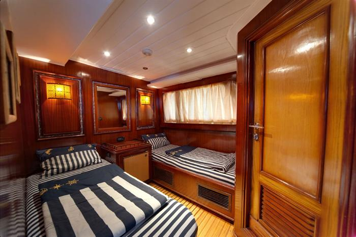 Ensuite Twin Cabin - Golden Dolphin III Egypt Liveaboard