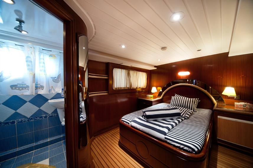 Ensuite Double Cabin - Golden Dolphin III Egypt Liveaboard