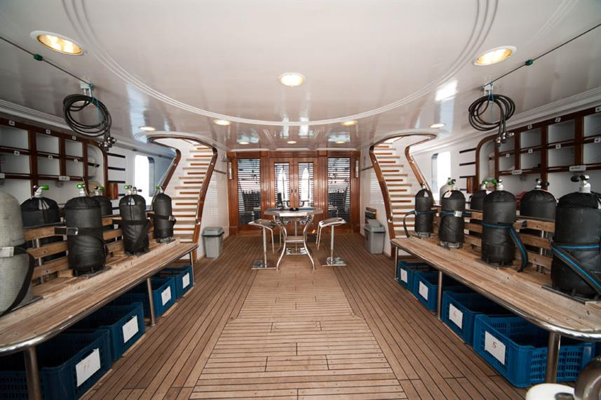 Dive Deck - Golden Dolphin III Egypt Liveaboard