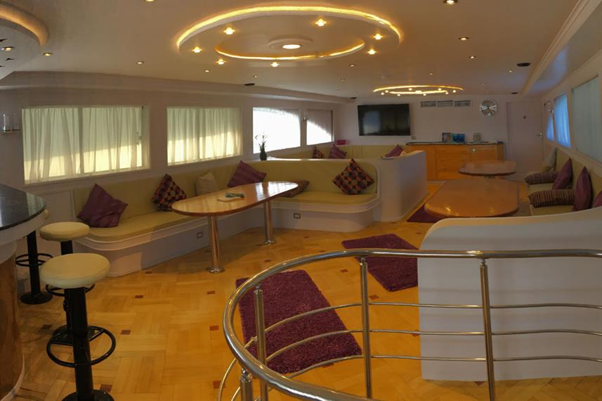 Bar and Lounge Area - SimSim Dive