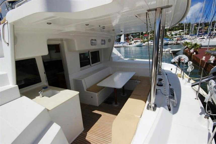 Outdoor Lounge - Anema Cruise