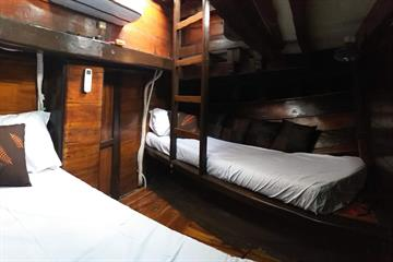 Front Cabin Single Bed