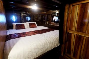 Master Cabin (Queen Bed)