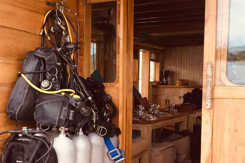 Mikumba II - Diving Equipment