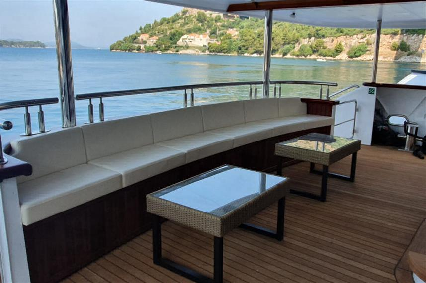 Outdoor Lounge - Ambassador