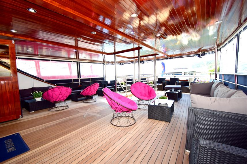 Outdoor Lounge - Captain Bota