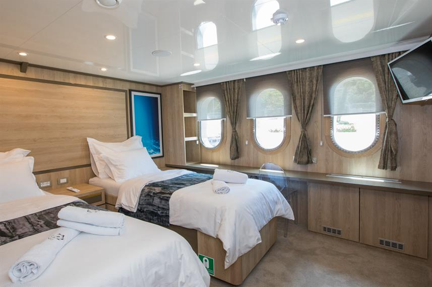 Main Deck Cabin - Agape Rose