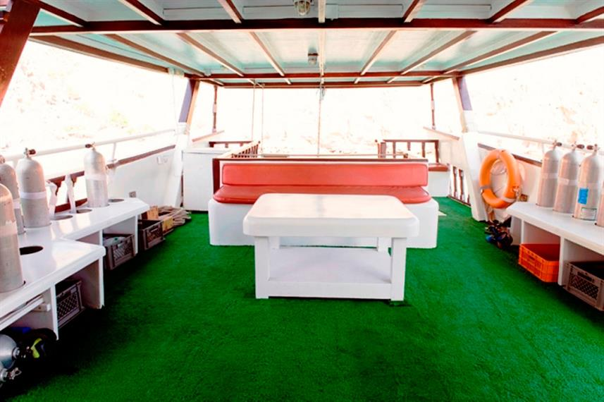 Dive deck - Red Dhow
