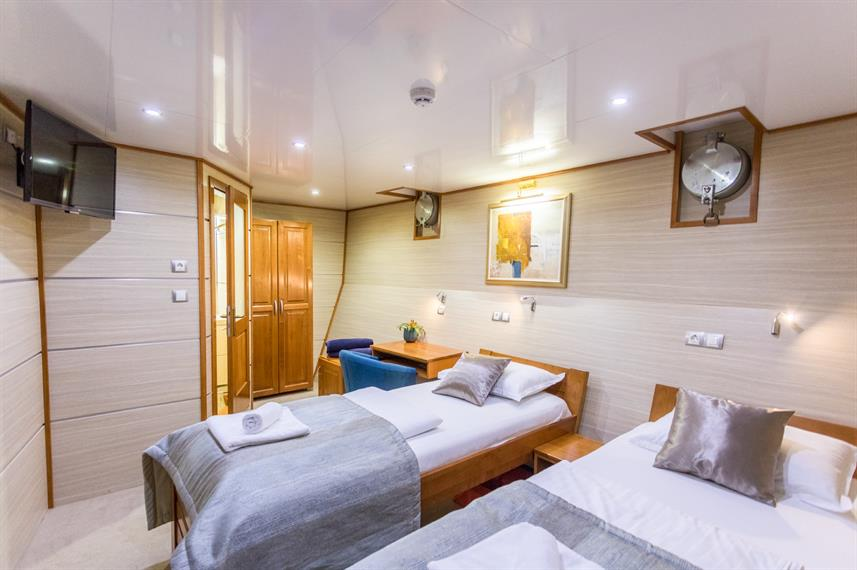 Lower Deck Cabin - Karizma