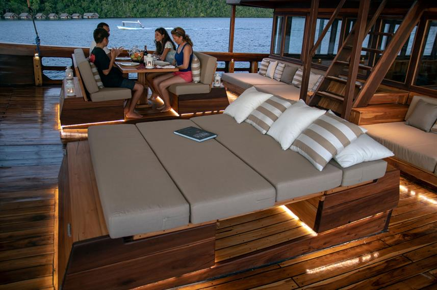 Outdoor Lounge - Coralia