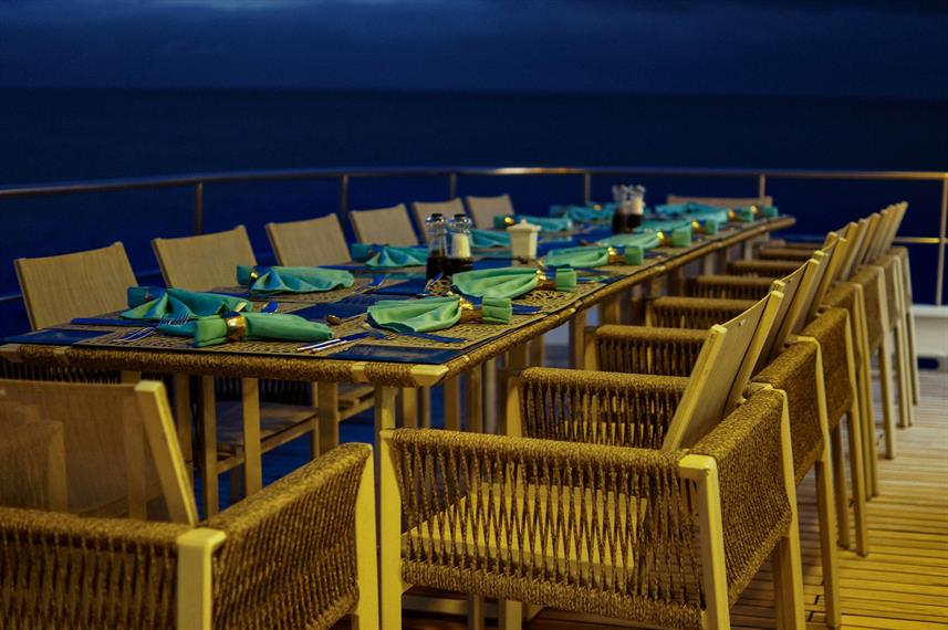 Outdoor Dining - Alya