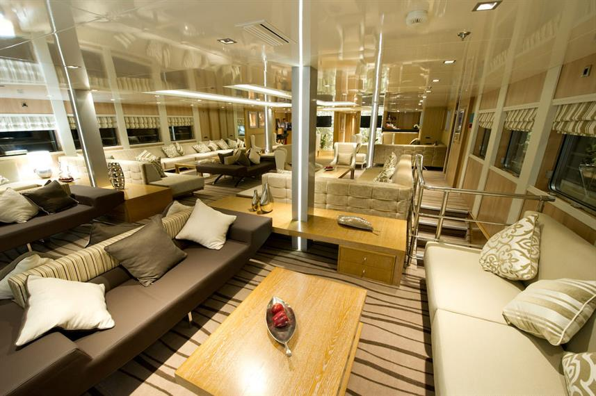 Salon interior - Variety Voyager